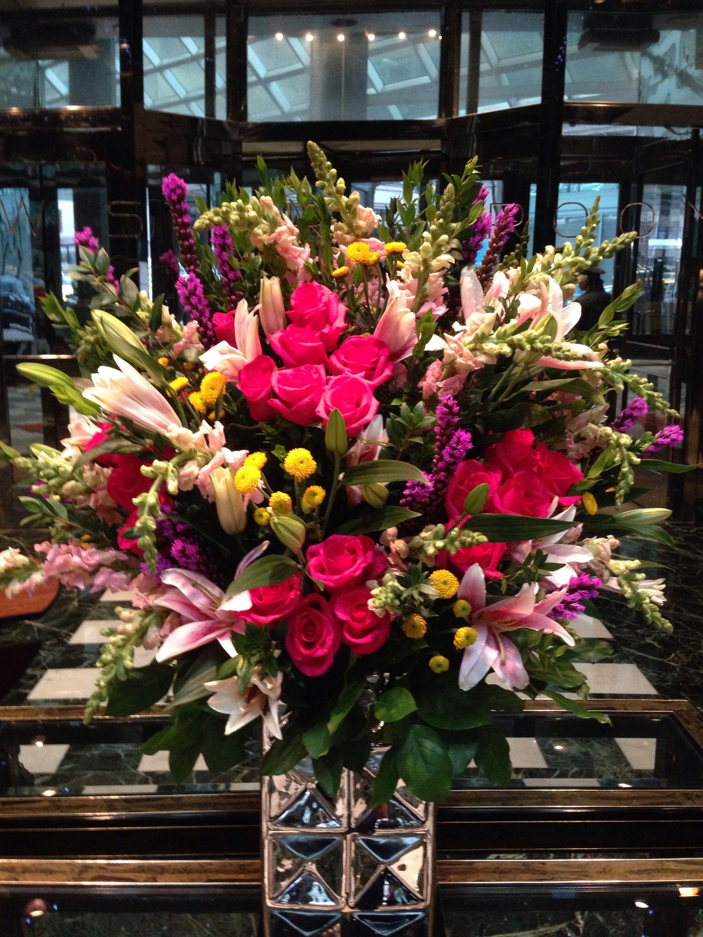 Hotel design Hotel flower arrangements, Hotel flowers