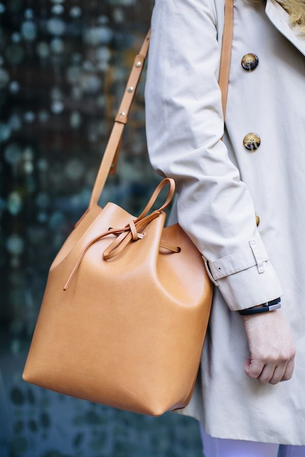Mansur Gavriel's Bucket Bag is {the} bag of the season and Grace Atwood of Stripes & Sequins pairs it with James Jeans High Class Skinny in Frost White. Click to steal her style!