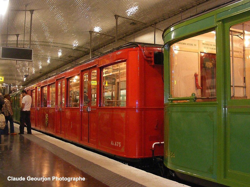 L 39 ancien m tro avec son wagon rouge pour les premi res for Interieur paris premiere