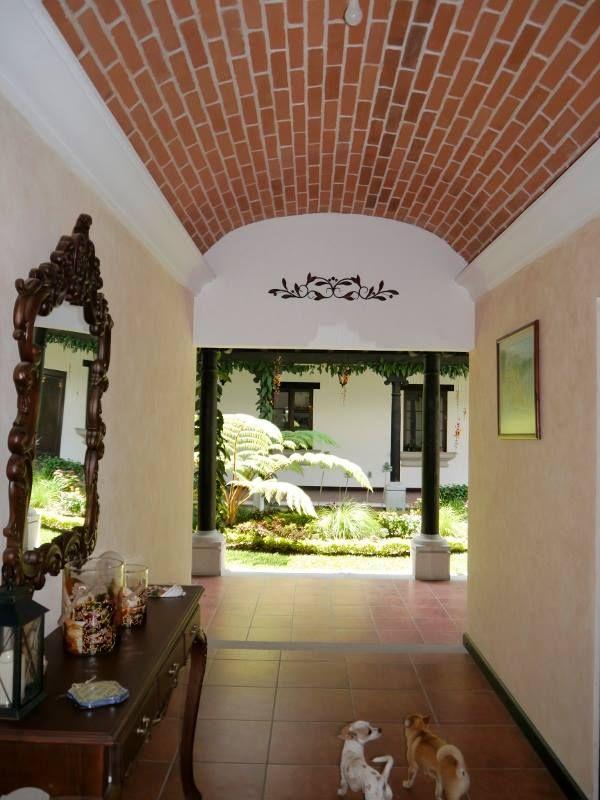 Techo fachaleta estilo colonial Antigua Guatemala  Casas