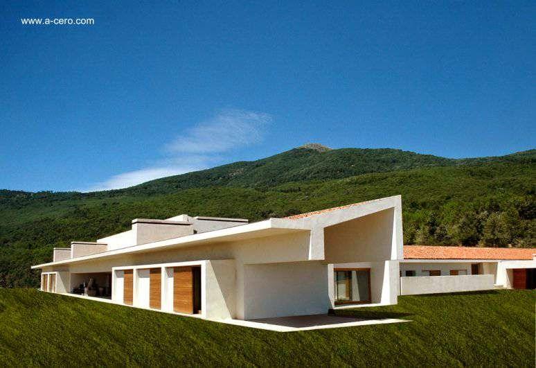Casa de campo en primer plano vol menes alargados lineales for Cubiertas minimalistas