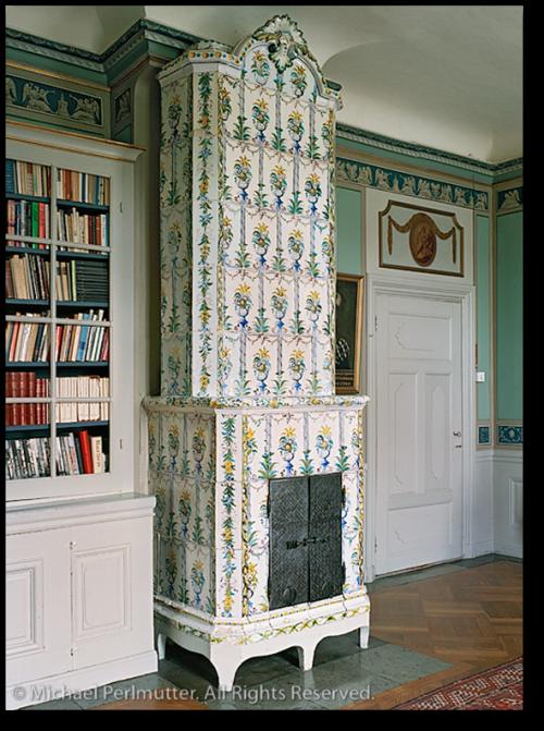 Gustavian Interiors- Swedish Tiled Stove From Michael Perlmutter Photography - Mörk Kakelugn Swedish Dark Stove/fireplace Places Pinterest