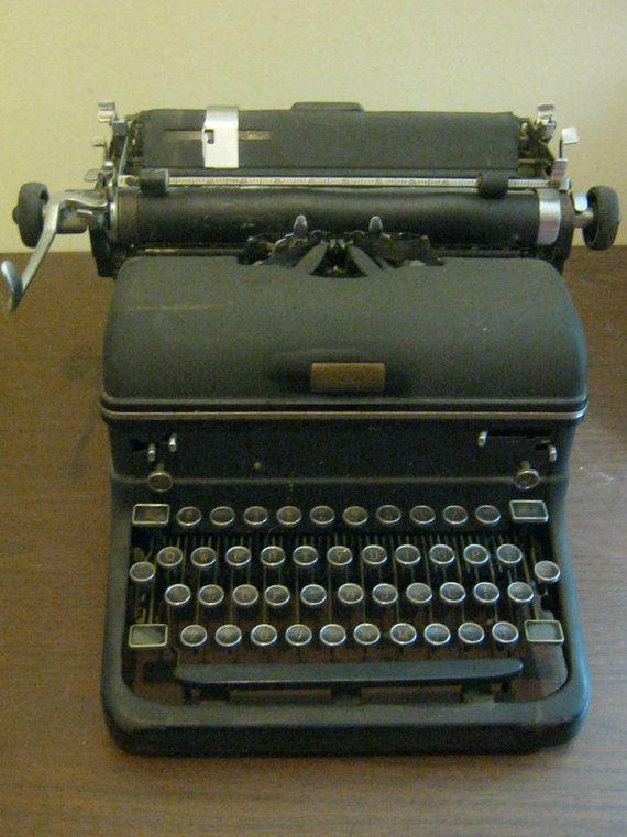 Vintage Royal Typewriter 1940 S Royal Typewriter Magic Margin Key Antique Typewriter Vintage Home Decor Vintage House Royal Typewriter Vintage Decor