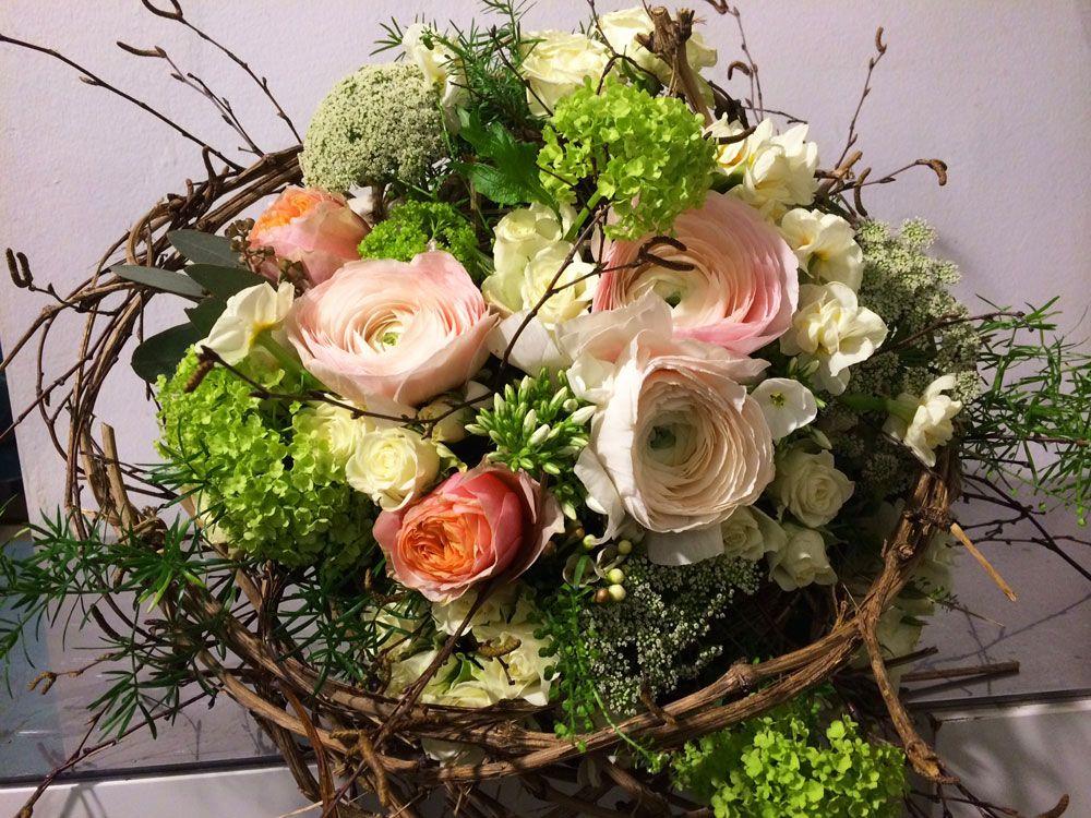 zarter Frhlingsstrau Blumenstrau mit Ranunkel Rose