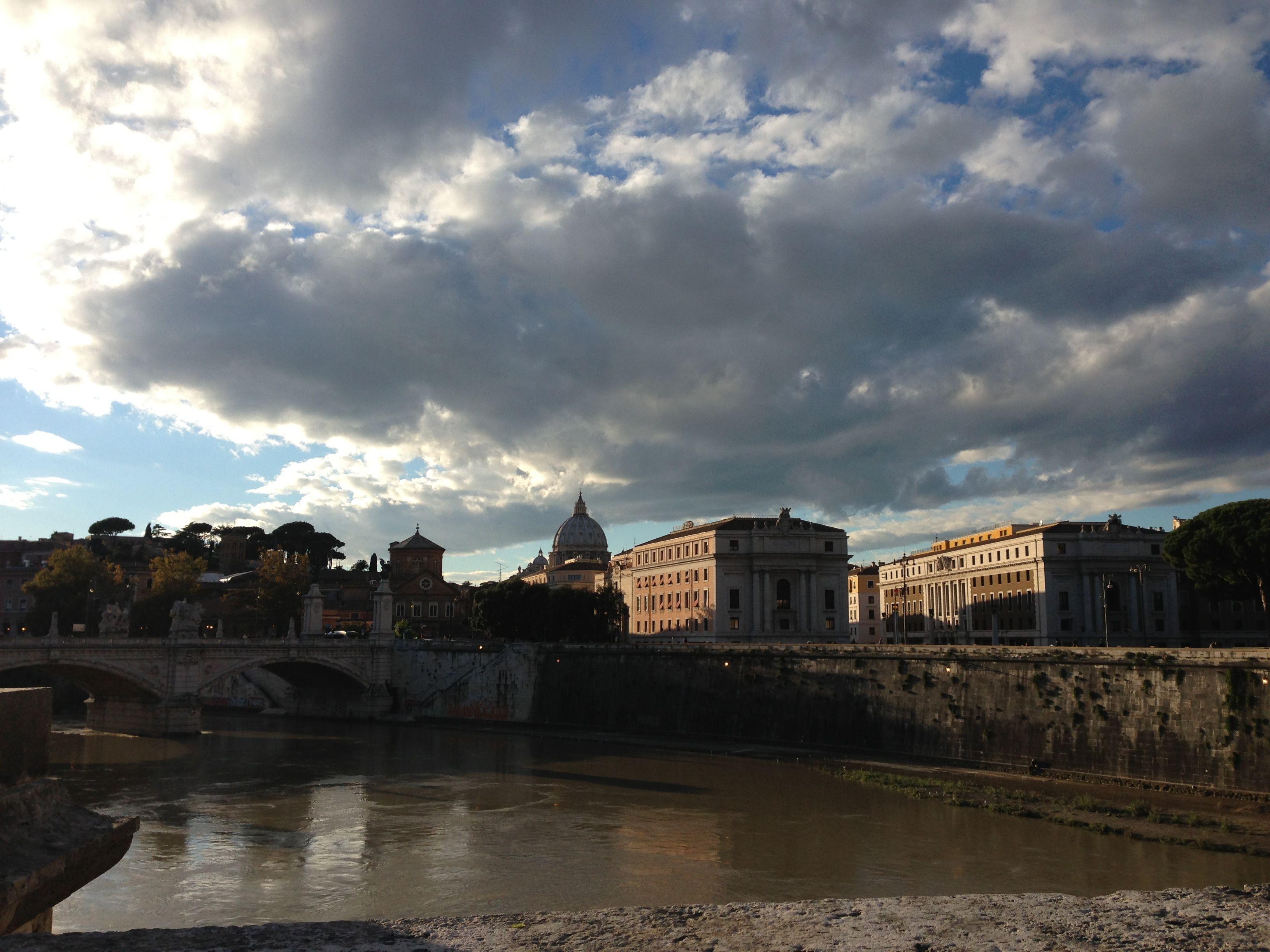 橋を渡ってローマに戻ります