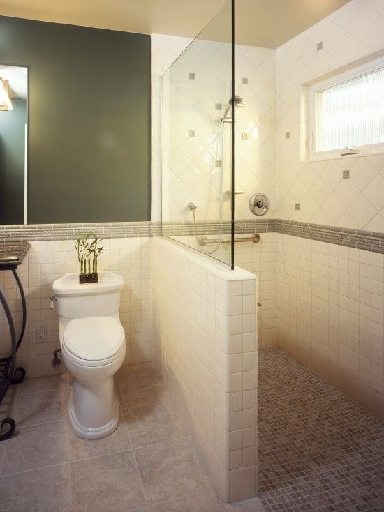 Half Wall With Glass No Shower Door Or Instead Of A Small Shower Unit Just Tile And Have A Swinging Door Instead Diseno De Banos Cuartos De Banos Pequenos Y