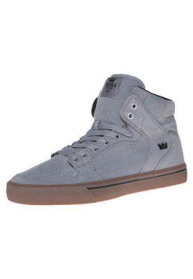 Top Supra VAIDER Sneakers hoog storm grey/gum Sneakers van het merk Supra voor Heren . Uitgevoerd in Grijs gemaakt van textiel.