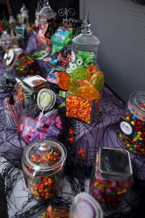 Of course you must have a candy bar for a Halloween themed wedding!
