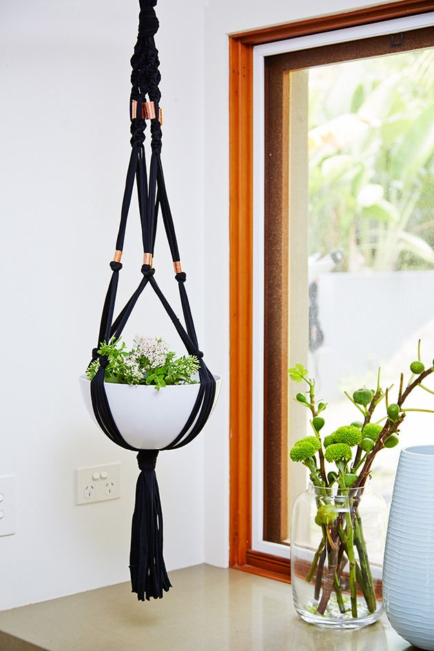 how to make a macram plant hanger plantes et jardinage. Black Bedroom Furniture Sets. Home Design Ideas