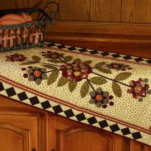 I LOOOVE the border!!!  Star Flower Table Runner / Pine Valley Quilts