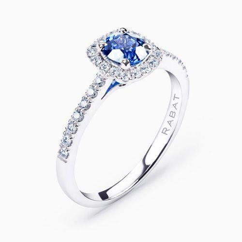 ¿Quieres un anillo de compromiso original? Elígelo en azul, el tono preferido de las royals