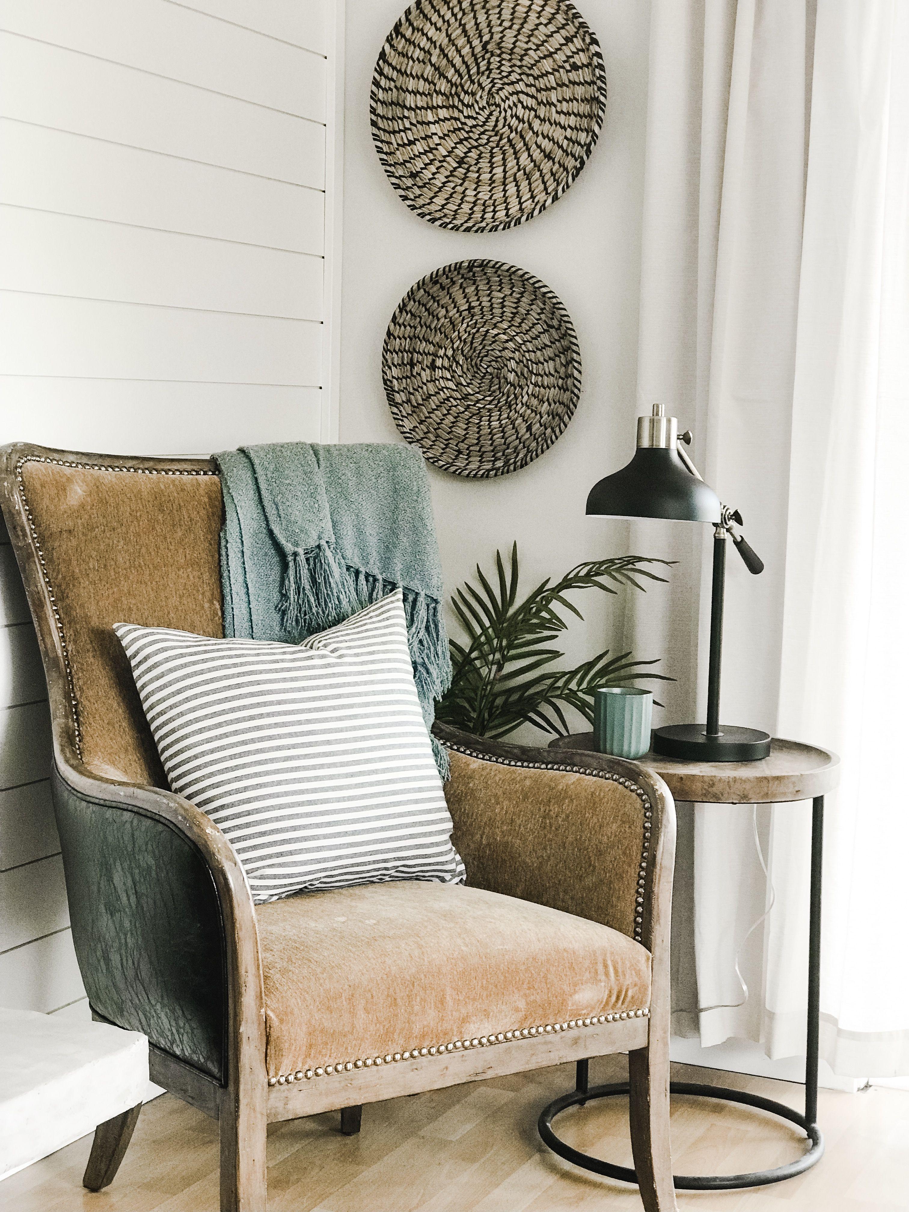 43+ Farmhouse bedroom chair ideas