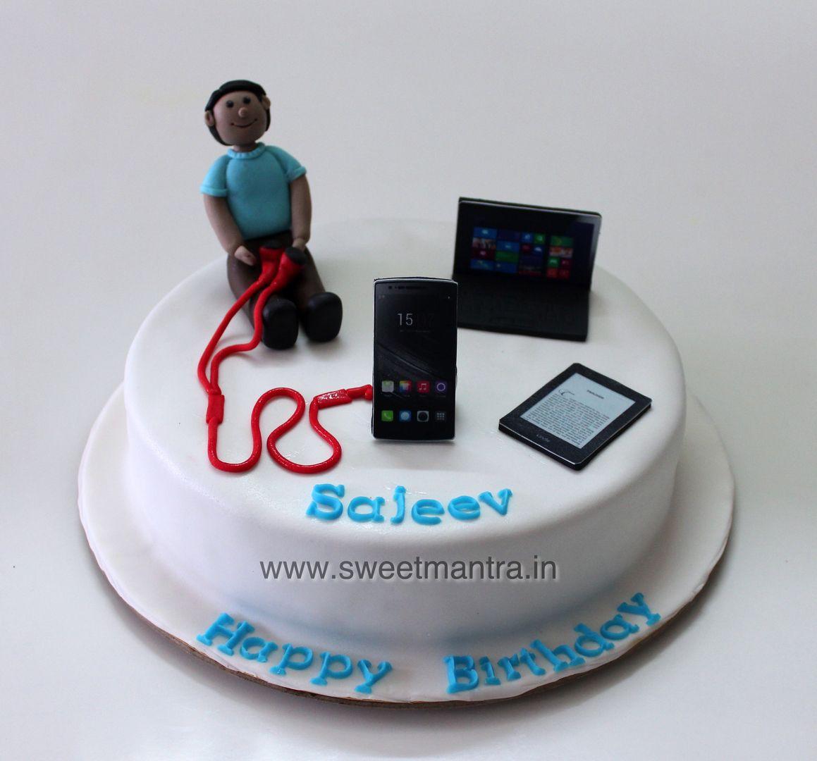 Homemade Eggless 3D/Custom Gadget theme birthday cake for ...