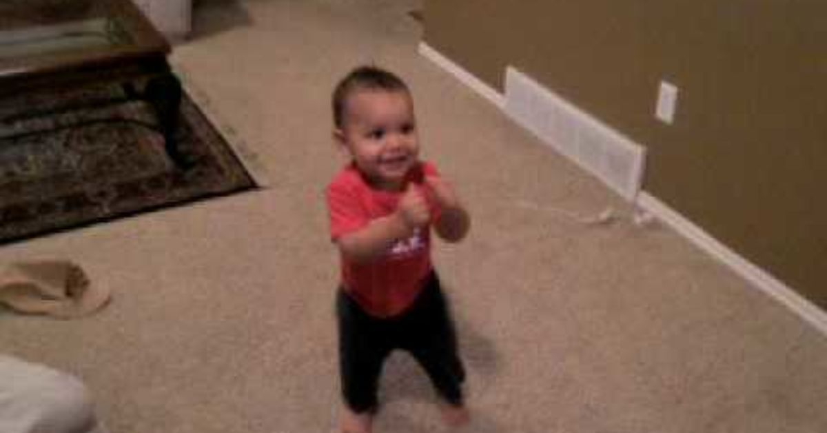 When The Music Starts Most Of Us Just Can T Stay Put We Start Moving And Grooving To The Beat And This Little Baby I Dancing Baby Funny Babies Salsa Dance