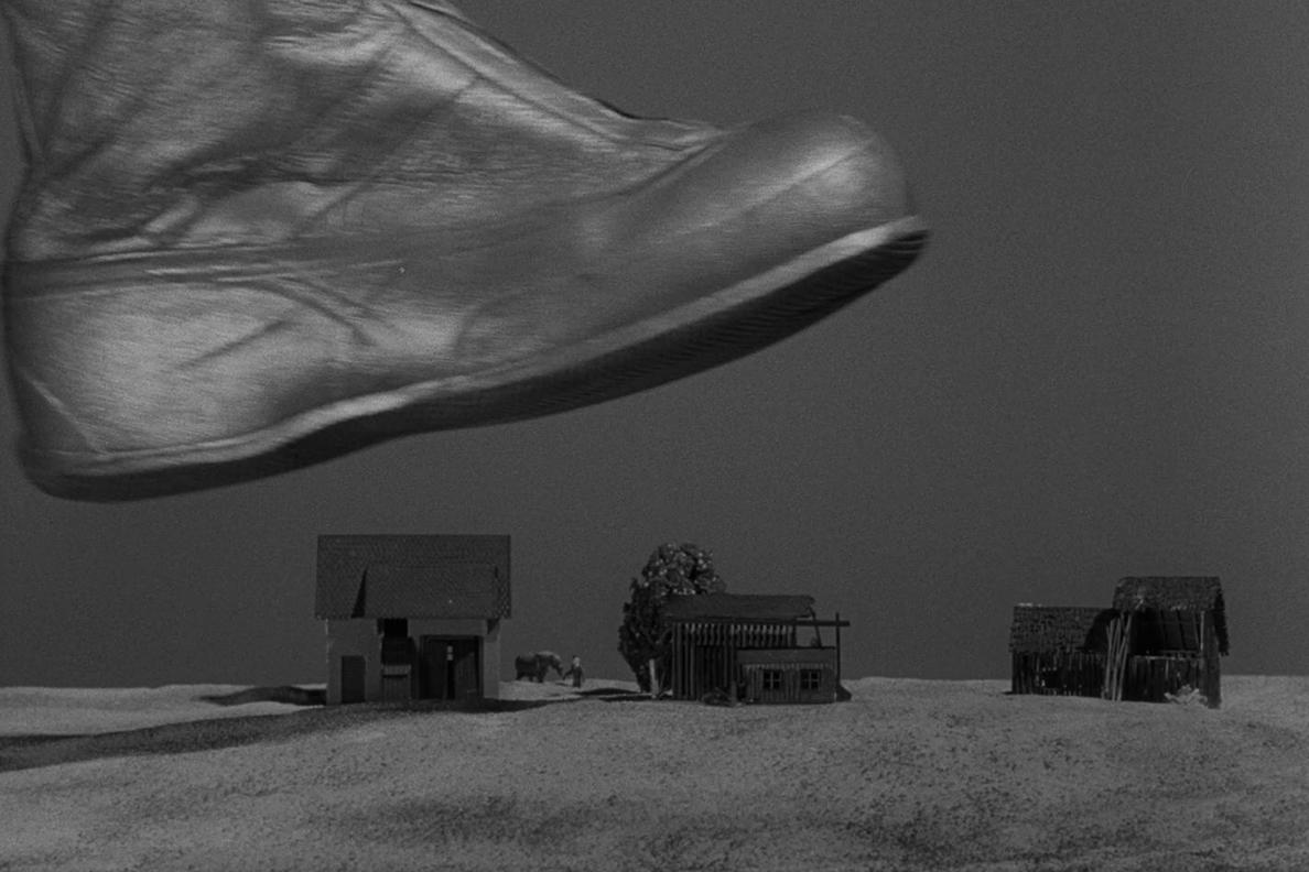 A Brief History Of Shrinking In Sci Fi Television Sci Fi Sci Fi Tv Twilight Zone