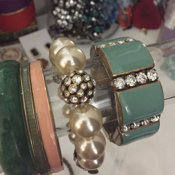 Jcrew pearl and crystal bracelet Large pearl and crystal balls make for an adorable bracelet! J. Crew Jewelry Bracelets