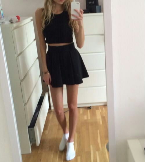 all black mini skirt outfit