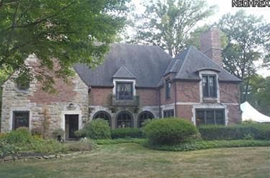 89 Newport Dr Youngstown Oh 44512 212 054 Tudor Style Mini Mansion In The Historic Forest Glen Neighborhood Of Boardman Mansions Forest Glen House Styles
