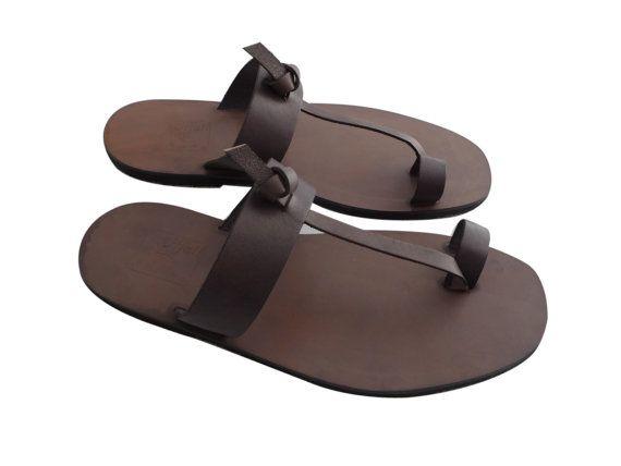 58575094661 Chancleta para hombre modelo Agliana con faja pequeña sobre el dedo gordo  del pie y nudo central Plantilla en cuero Parte superior en piel de