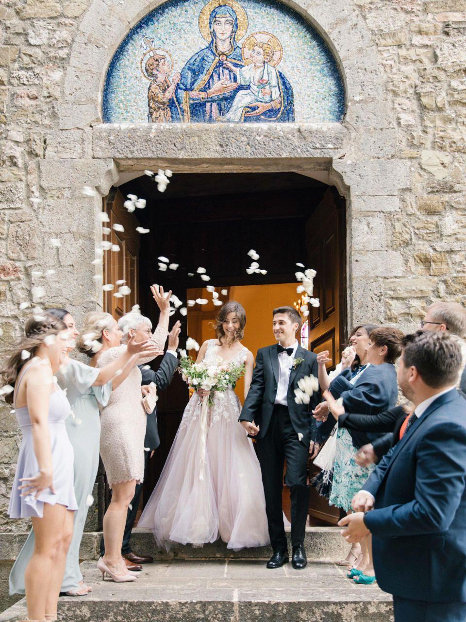 Wir Verraten Dir Alles Was Alles In Die Kosten Fur Eine Kirchliche Trauung Mit Einfliesst Theperfectwedding Kirchliche Trauung Kirchliche Hochzeit Trauung