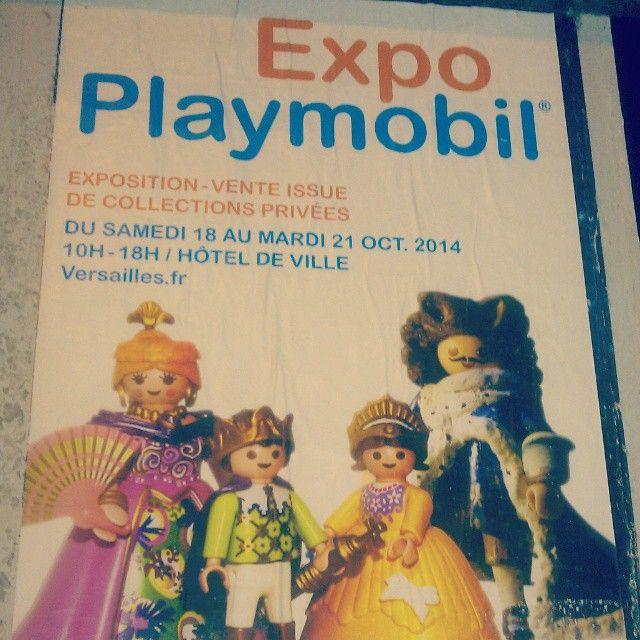 Je ne m'attendais pas à voir ce genre d'affiche en allant travailler ce matin! #playmobil #expo #versailles