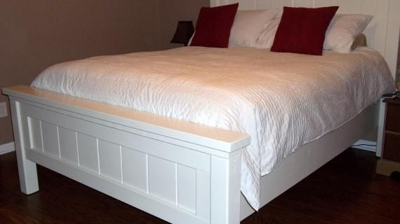Best Farmhouse Bed Queen Sized With Images Farmhouse Bedding 400 x 300