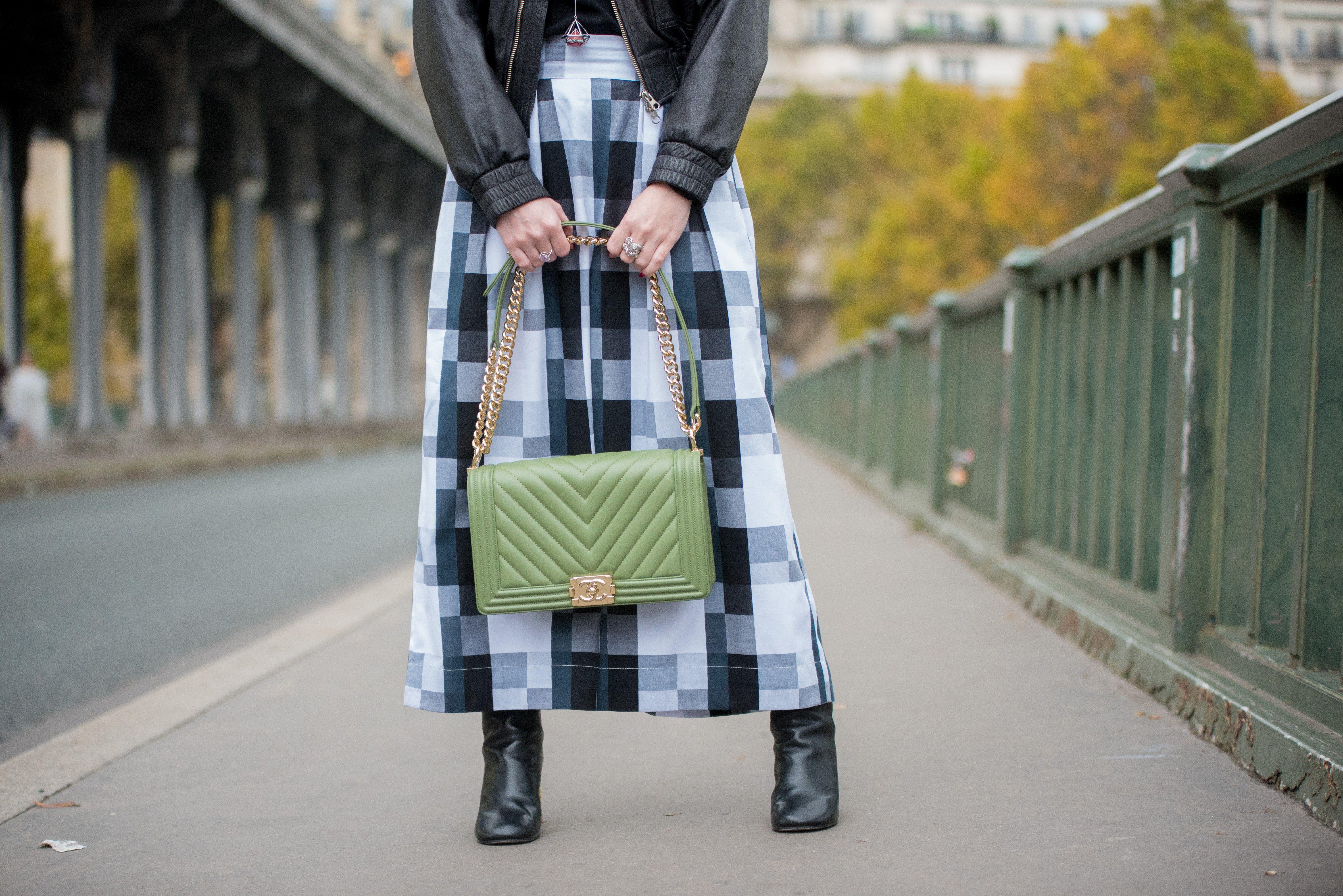 Fashion details. #pantacourt #bota #boots #bolsa #bag #chanel #boybag #xadrez #moda #fashion #style #estilo #outfit