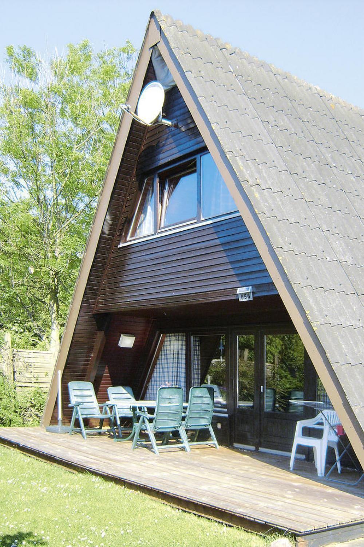 Hübsches Nurdachhaus im Ferienhausgebiet des Ostseebads Damp auf der ...