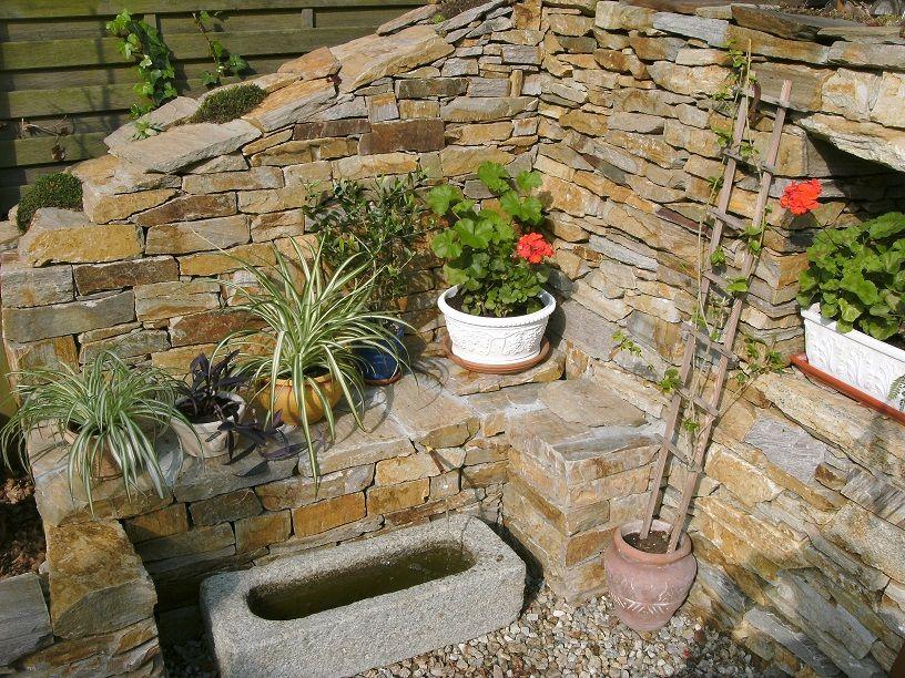 sitzplatz-im-garten-mit-steinmauer   Garten   Pinterest