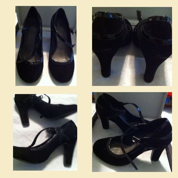 No box Pre-Owned black pumps Pre-Owned black pumps with strap closed toes great for evening outings or work Gianni Bini Shoes Heels