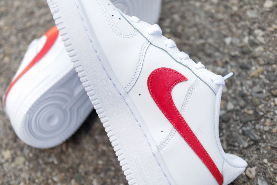 air force 1 white and red swoosh