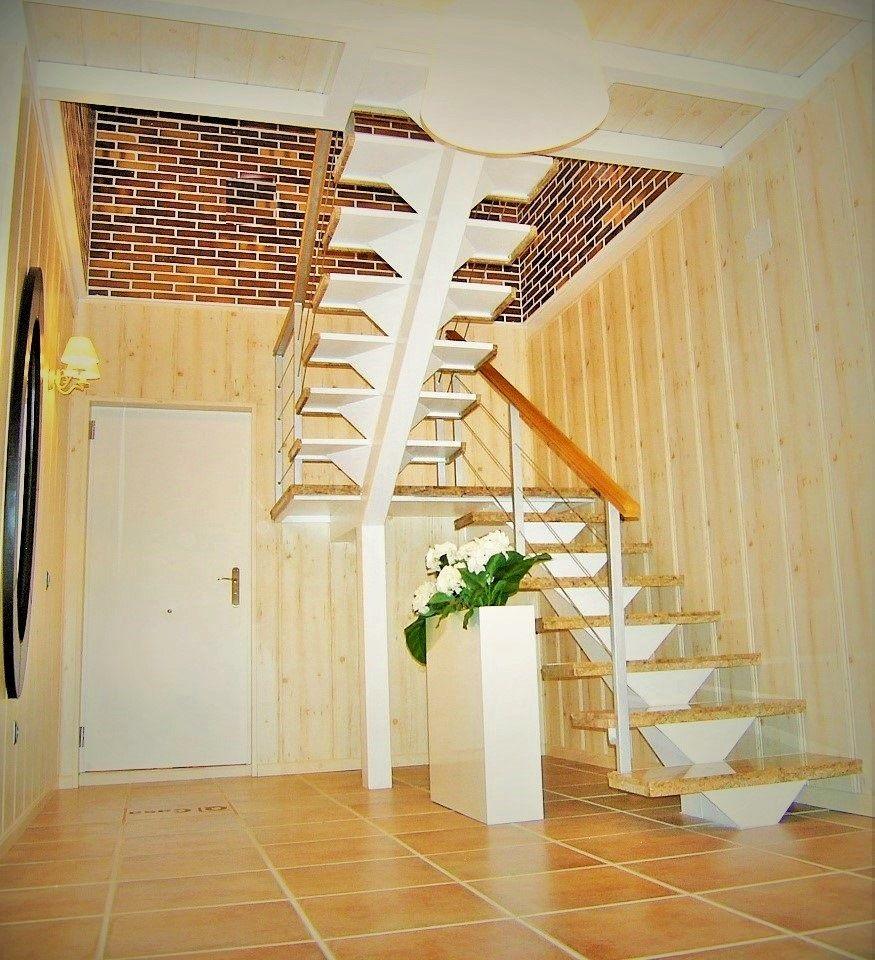 Escalera en vivienda prefabricada modelo covadonga www - Viviendas de acero ...