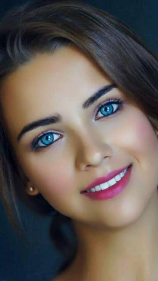 Wonderful Eye Makeup Tutorials You Need To Copy: Wonderful Blue Eyes And Pretty Smile - Anna Belik