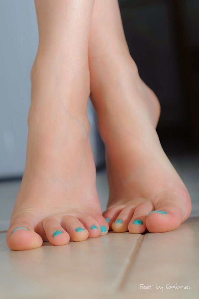Sexy girls feet and toes