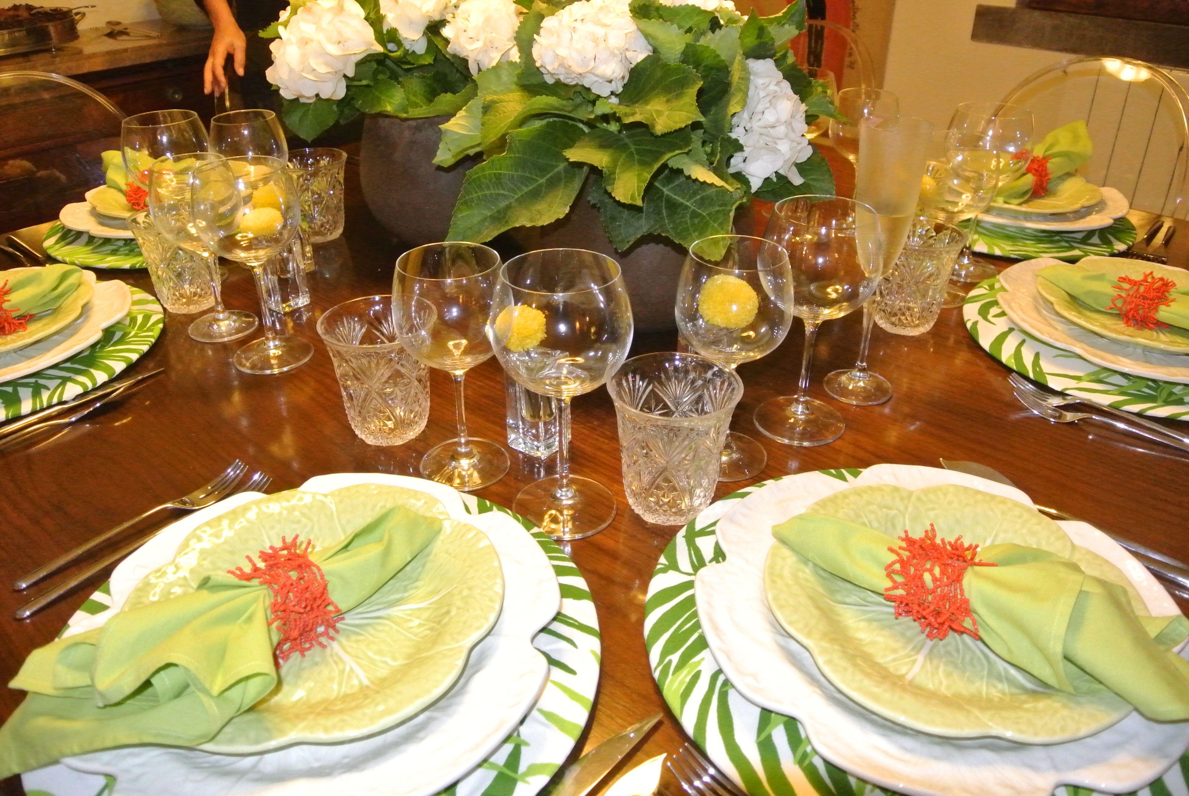 linda mesa com Bordalo Pinheiro!