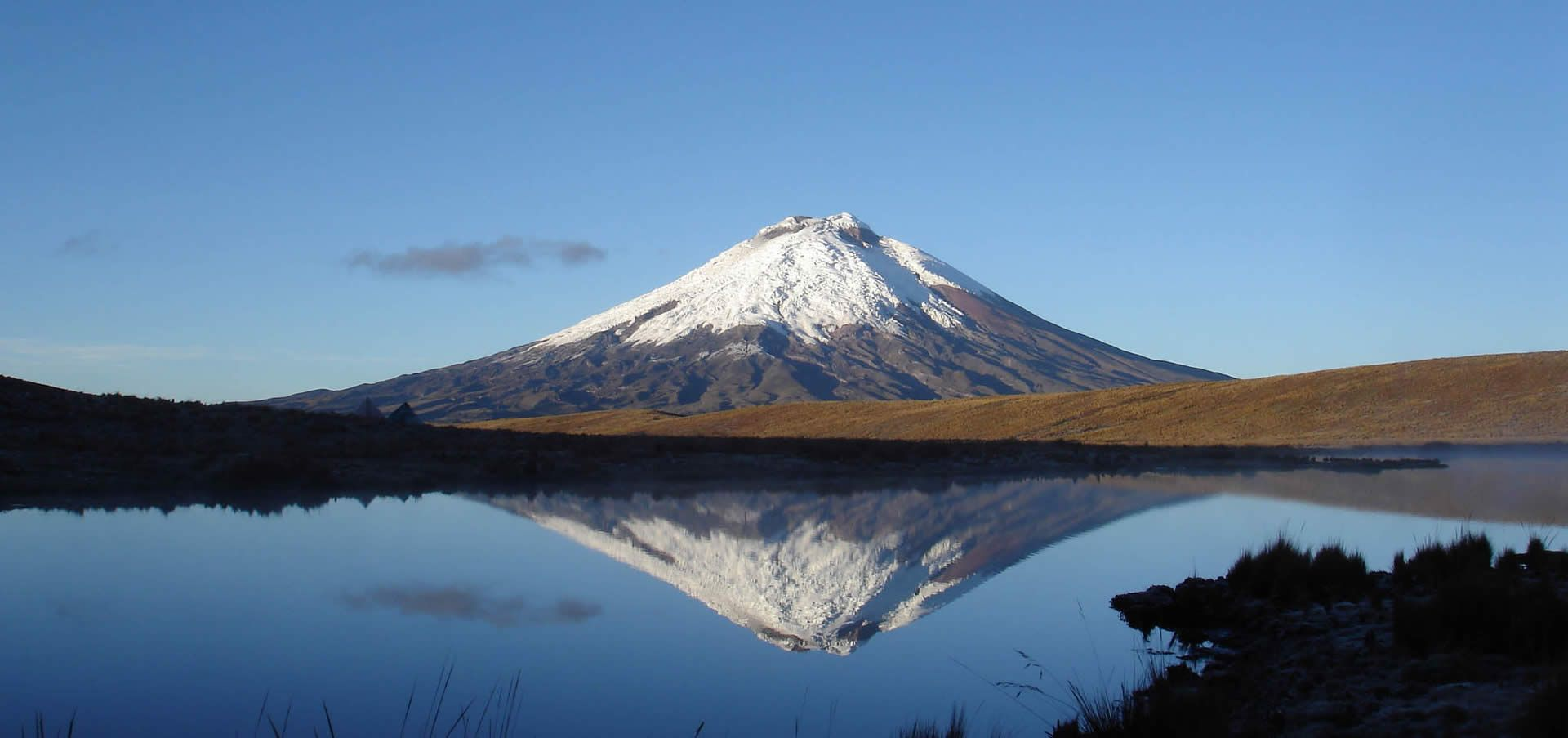 Der Cotopaxi ist mit seinen 5.897m der zweithöchste Berg Ecuadors und der höchste freistehende aktive Vulkan der Welt.