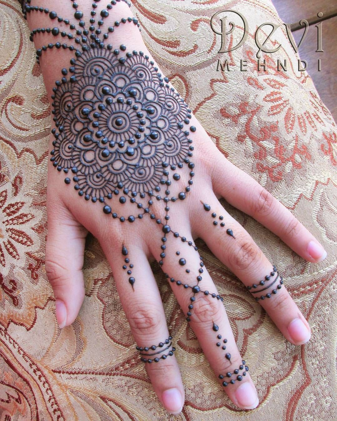 1000 ideas about traditional henna designs on pinterest traditional - Devi Mehndi Henna Mandala On The Back Of The Hand With Lots Of Beaded Chains