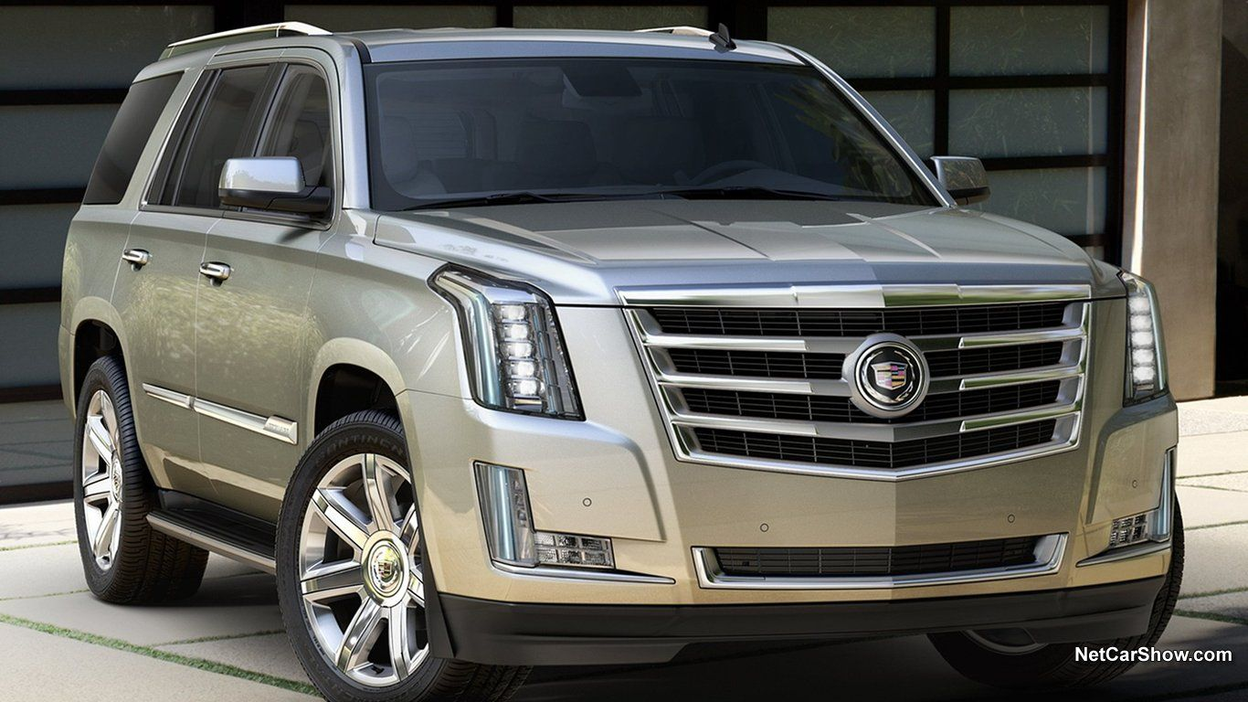 Cadillac Escalada Is A Full Size Suv Those Who Prefers Brutal Gas Guzzlers Over The Compact And Modern Models Will Sure Like It