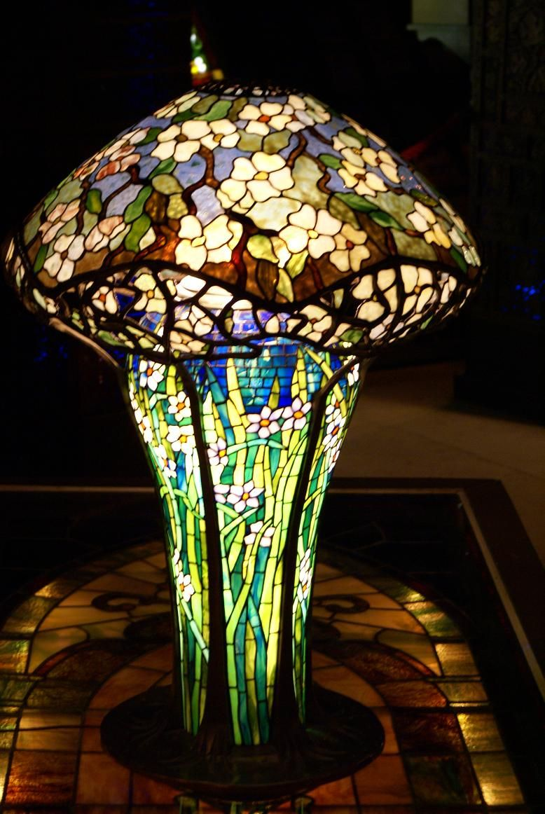 Copyright © 2007 Bums On Biles Tiffany art, Tiffany