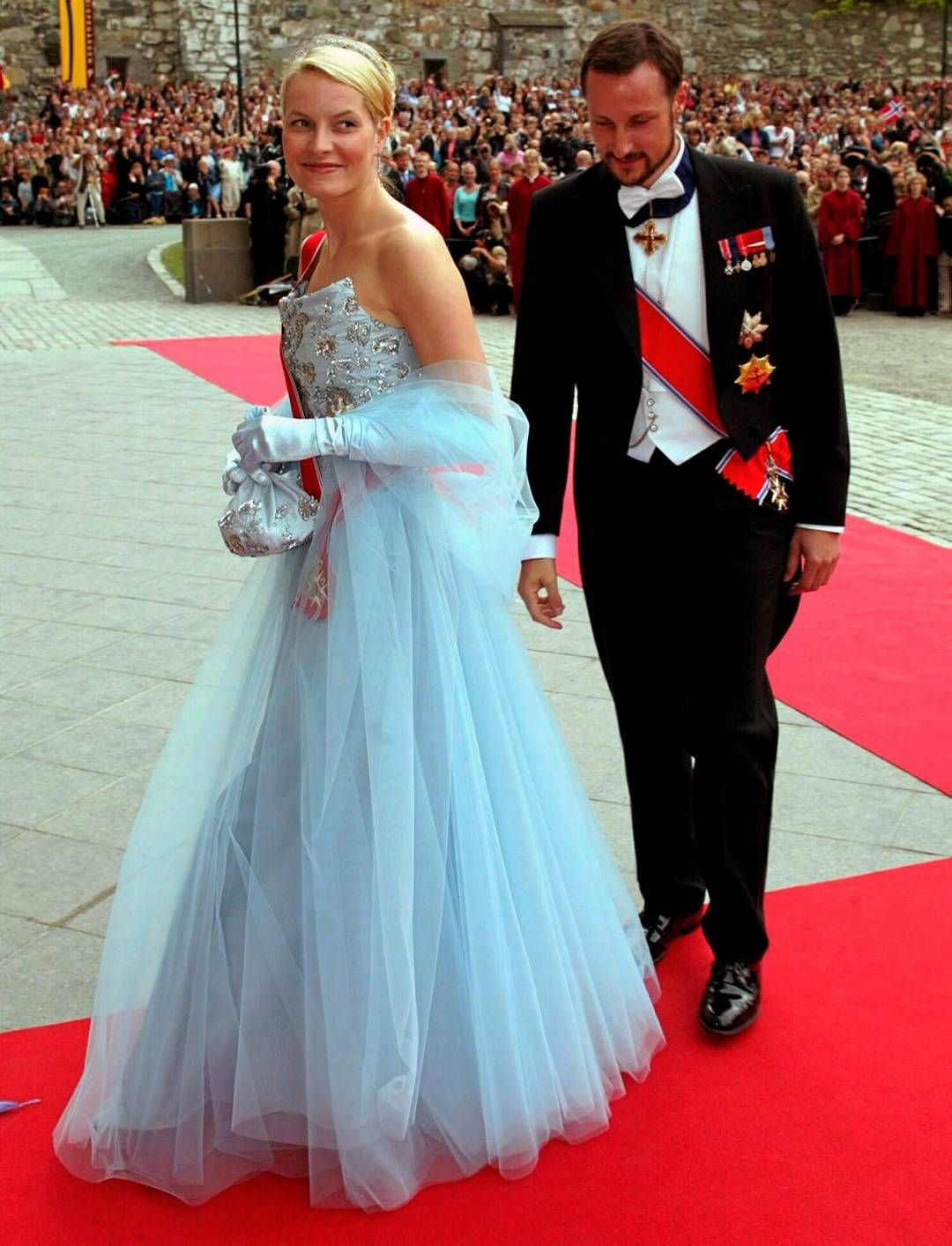 Crown Princess Mette-Marit and Crown Prince Haakon of Norway arrive at Trondheim Cathedral; wedding of Princess Märtha Louise of Norway and mr. Ari Behn, May 24th 2002