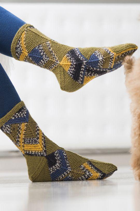 Domino-tekniikalla neulotut sukat