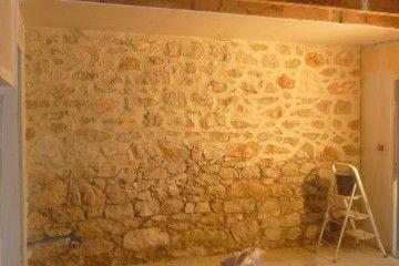 la cuisine est termin e murs de pierre la chaux et chaux. Black Bedroom Furniture Sets. Home Design Ideas