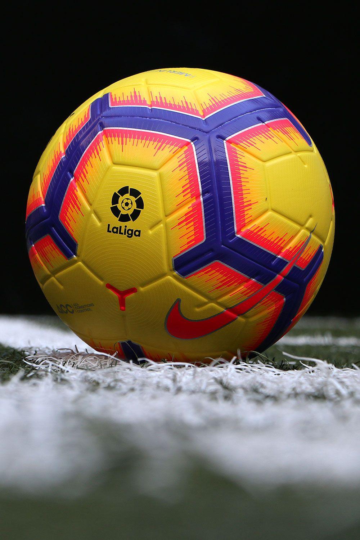 Balón oficial de La Liga Nike Merlin para la temporada 2018 2019 en color  amarillo con 76a6de64341