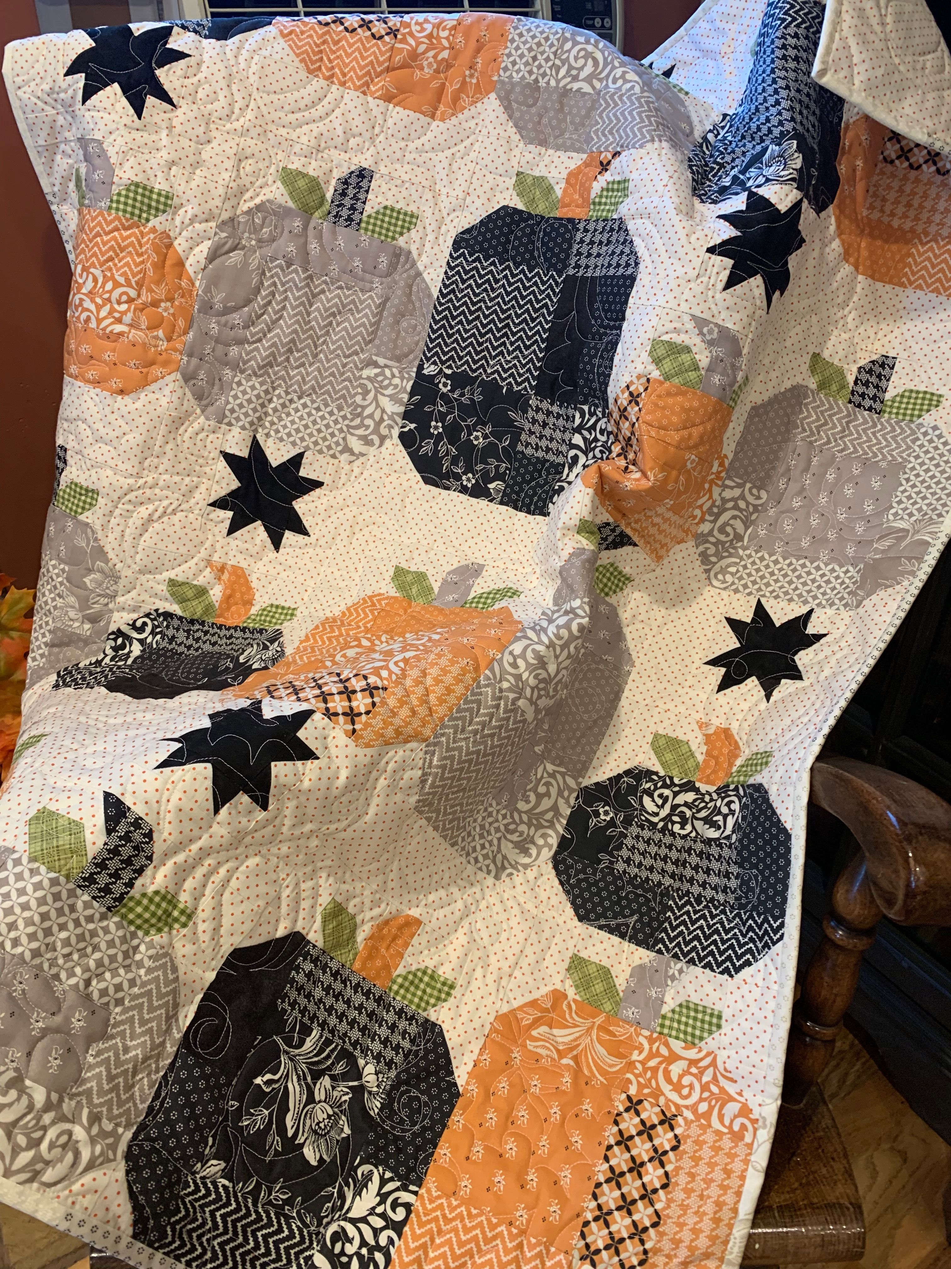 Hocus Pocus Quilt Made With All Hallows Eve Layer Cake 52 X 65 1 2 Lap Quilt Quilted In Pumpkin A Halloween Sewing Projects Halloween Sewing Quilt Patterns
