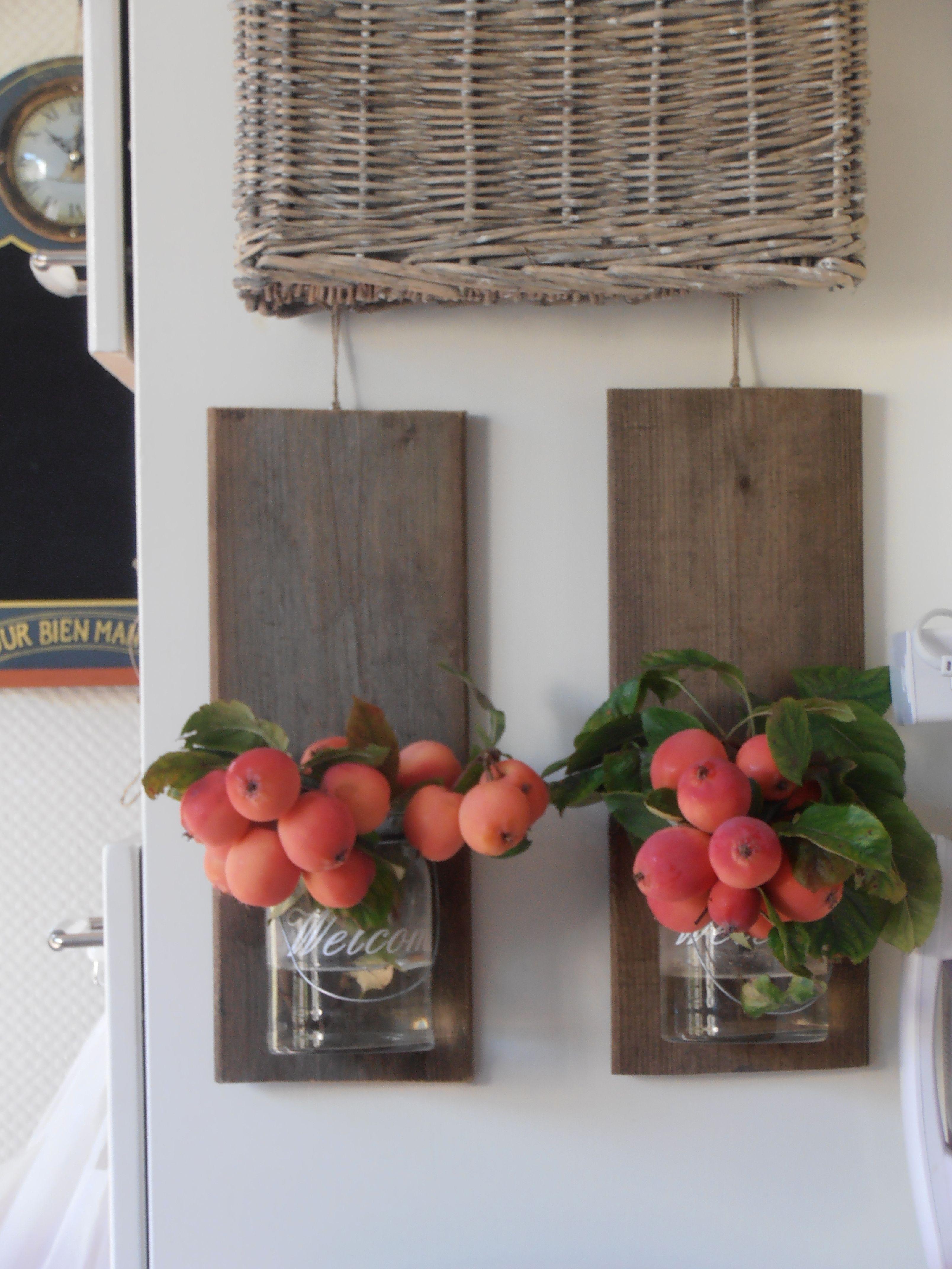 Glazen Plankjes Voor Aan De Muur.Steigerhouten Plankjes Met Glazen Potjes Om Diverse Leuke Dingen In
