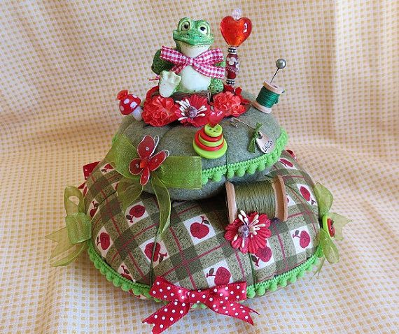 Large Froggy Style 2 Green Two Tier Pin