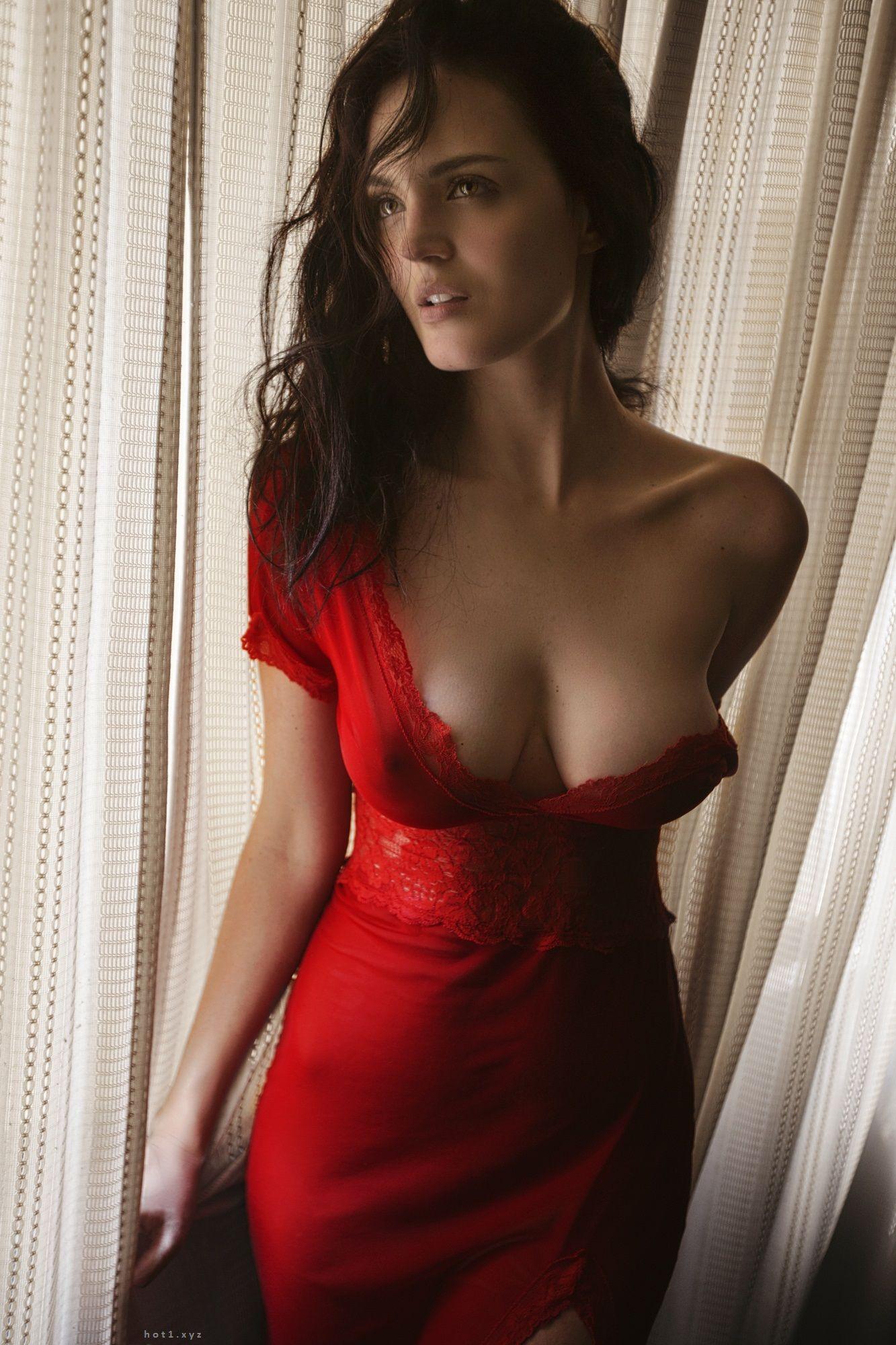 Декольте платья грудь эротика фото 90-254