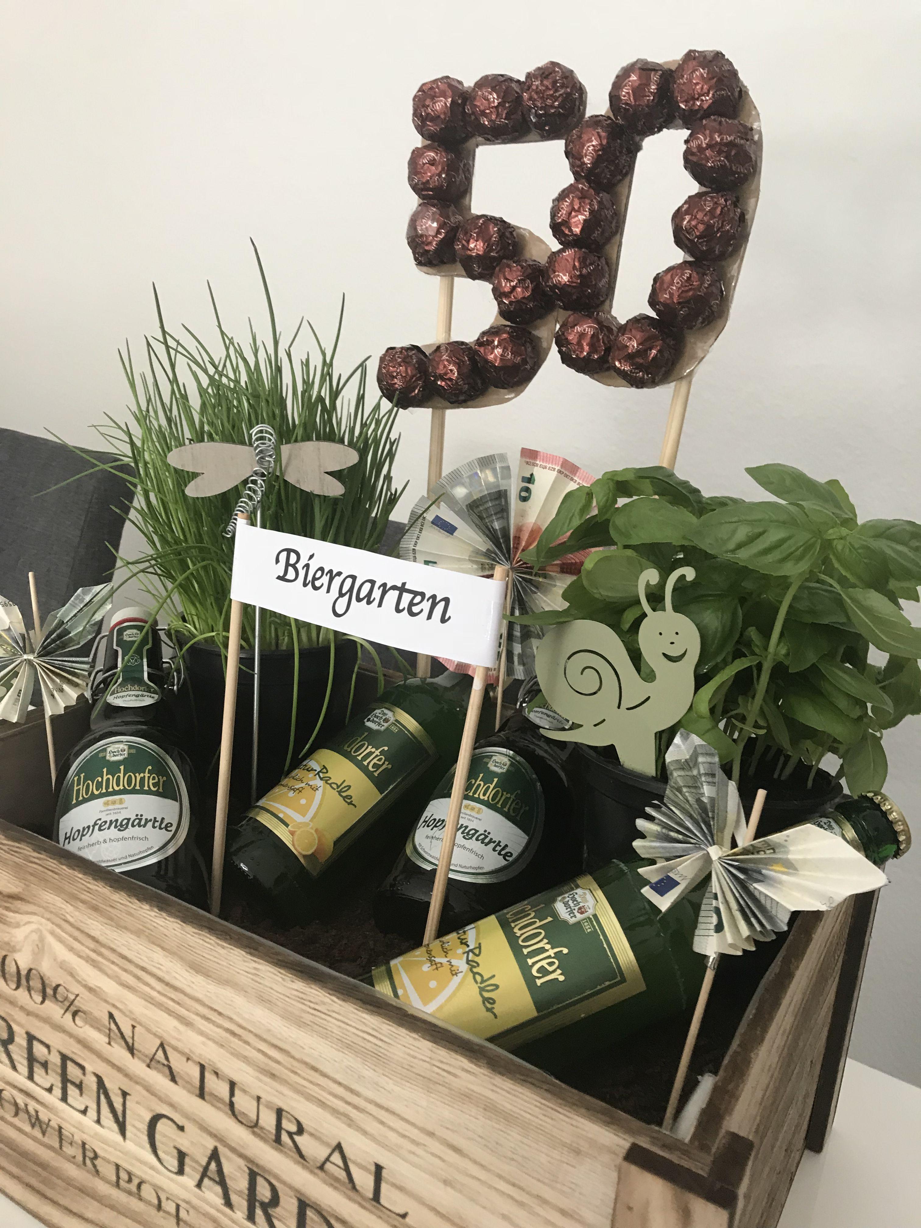 DIY Biergarten zum 50. Geburtstag eines Freundes - relativ einfach gestaltet ##kreativerbiergarten hochdorfernaturradler #biergarten #diybiergarten #geschenkefürmännergeburtstag