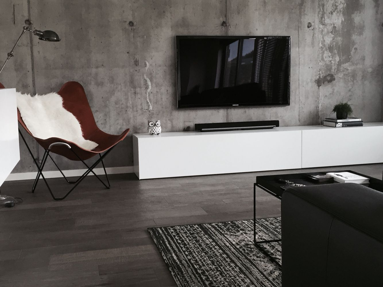 Butterfly chair mariposa polo concrete wall hay tray - Betonwand wohnzimmer ...