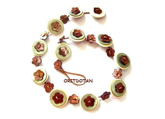 Necklace button jewelry made of vintage shell buttons and vintage flower shell buttons